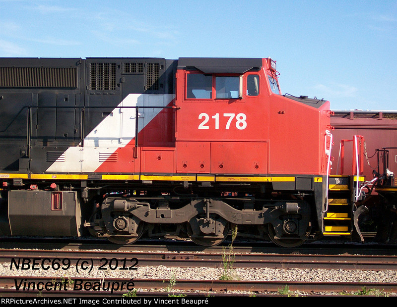 CN 2178 on the 403 West